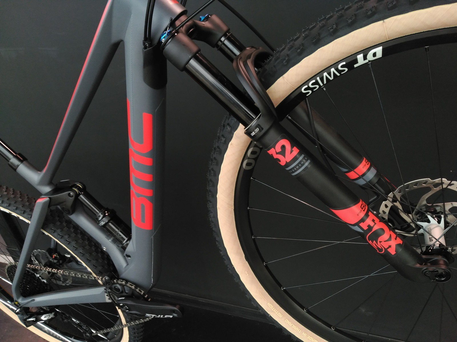 DISPONIBLE LA NUEVA BMC FOURSTROKE 01 DEL 2019